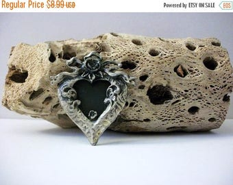 ON SALE Vintage 60s Welded Distressed Silver Tone Metal Picture Frame Pin 102716