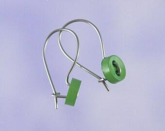 Niobium earrings for children: Cute as a green button