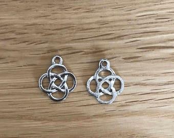10/20 Tibetan silver Antique silver tone celtic knot pendant charms  18mm x 15mm