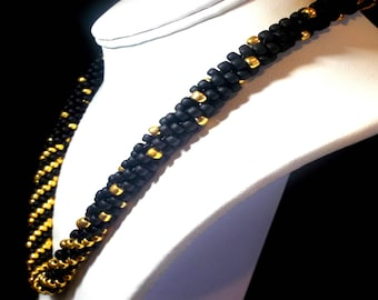 Chic and tasteful gold and black blended beaded  necklace