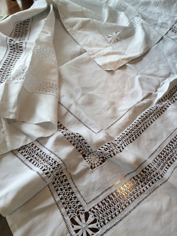 Edwardian drawnthreadwork 43 ins square tablecloth. Crisp cotton. White. Good