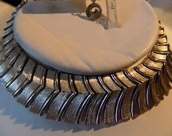 "Vintage necklace, signed Lisner retro 1950's  goldtone ""V's"" choker necklace, jewelry"
