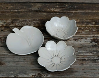 Bowls Set -  2 Flowers and 1 leaf Bowls in rustic white - Stoneware Bowl