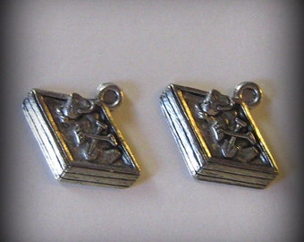 4 Silver Pewter Sandbox Charms (qb11)