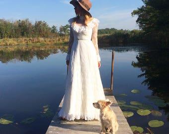 Vintage 1970's Dreamy LACE Bohemian Long Sleeve Romantic Victorian Dress    Size XS    Size 0-2