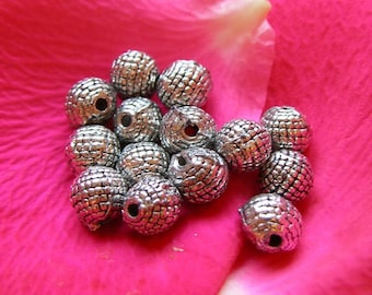 Set of 20 round beaded beads