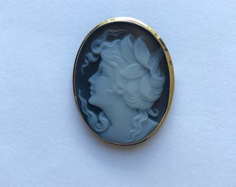 14k yellow gold black-and-white agate cameo pin