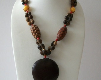 ON SALE Vintage 1940s Brown Earthy Pine Cones Wood Plastic No Claso Tassel Necklace 102316