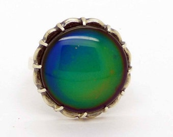 ON SALE Liquid Crystal Glass Silver Round Bezel Set Mood Ring, Size 7