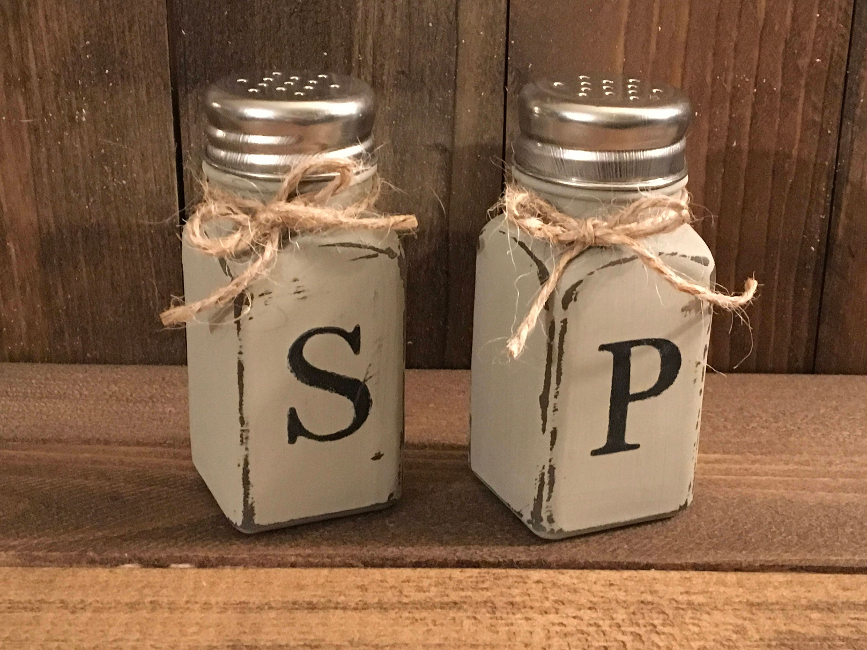 zoom Rustic salt and pepper shaker set