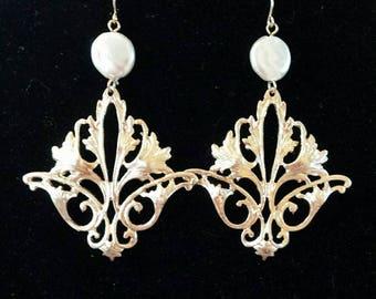 Pearl Le Fleur-de-lis Style Drop Earrings