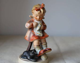 Goebel Hummel 133 Mother's Helper Figurine TMK3 Good condition