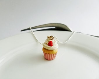 Scented Strawberry Cupcake, Miniature Food Jewelry / Kawaii /  Food Jewelry / Bakery Charm / rever de faire