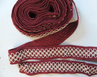 Burgundy trim with beige geometric pattern 50 cm