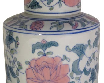 Large ceramic/earthenware/glazed stock pot with lid in white/blue/green/pink haindpainted/bloemen.