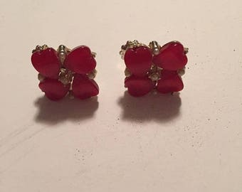 Vtg,clip on earrings, pearl and raspberry thermoset earrings, silvertone earrings, raspberry hearts, costume jewelry
