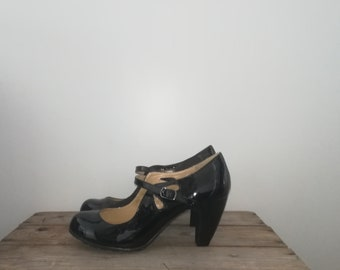 Vintage 90s shoes Mary Jane shoes Patent leather Shoes
