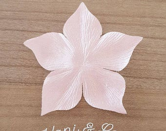Set of 3 flowers in light pink silk satin for wedding jewelry creations. For wedding accessories creations satin flower.