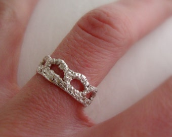 In stock size 5- Scallop Lace band ring in sterling silver