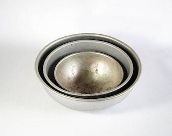 Vintage Antique Set of Three (3) Aluminum Metal Mixing Bowls Set