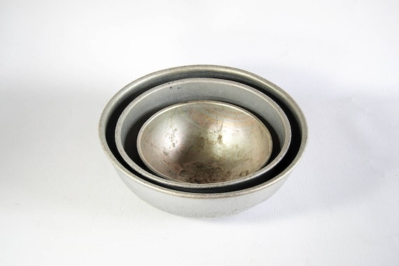 Vintage Antique Set of Three 3 Aluminum Metal Mixing Bowls