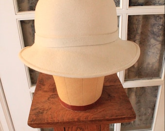 1970's Beige Felt Hat with Self Fabric Flower