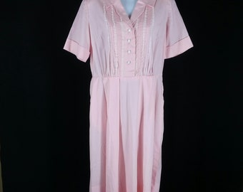 Vintage 60s pink day dress with decorative lace and stitching on the bodice NOS size 16.5