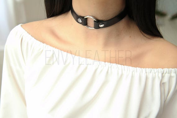 Bondage collar with 4 o rings