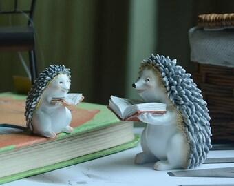 4.5*6*4cm / 2.5*3.5*2cm Realistic Fairy Garden Resin Reading hedgehog