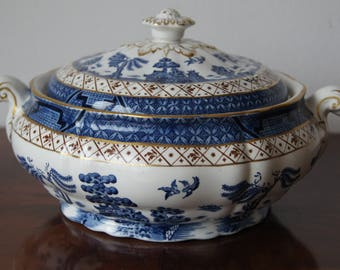 Real Old Willow Round covered vegetable dish Made in England