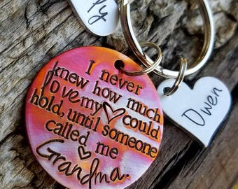 Personalized hand stamped grandma keychain. Grandmother gift from grandkids. Nana memaw gift. First time grandma. Custom mothers day gift.