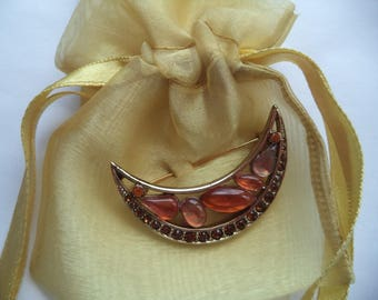 Vintage Signed Monet Goldtone/Amber Acrylic Stones Crescent Moon Brooch/Pin