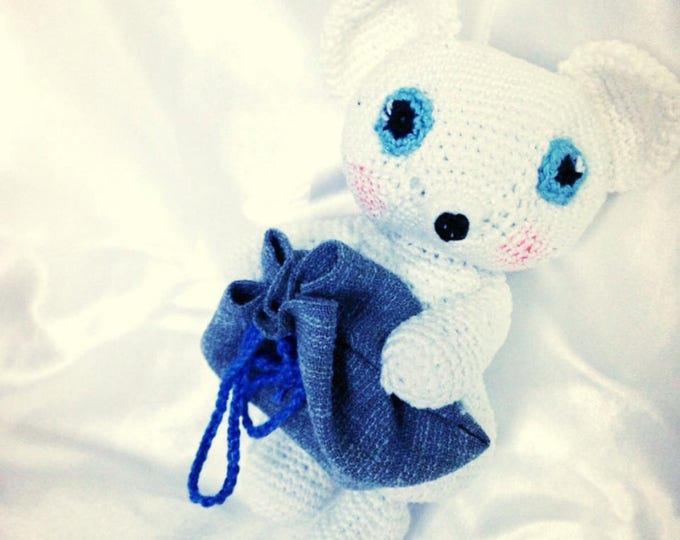 Little mouse figurine with bag for the baby teeth