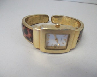 Vintage lady's watch gold toned Quartz leopard print cuff  no makings used watch
