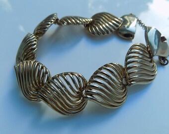 Vintage Avon Love Hearts Gold Tone Bracelet| Vintage Jewelry | Vintage Jewellery