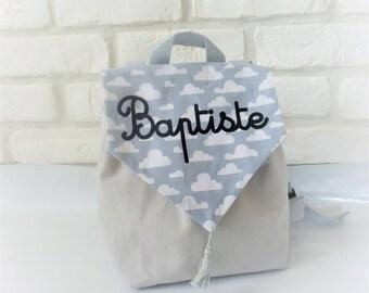 sac a dos enfant personnalisé gris avec nuages blancs idée cadeau  enfant bébé