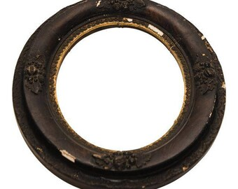 Distressed Carved Oval Frame