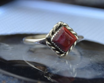 Navajo Sterling Silver and red spiny oyster ring size 5