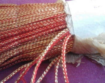 This narrow strip of 0.4 cm wide made of silk red or Royal blue silk and metal wire very precious gold is sold by the yard