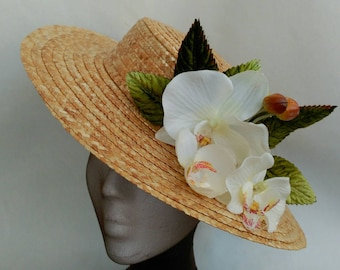 Boater hat with orchidaccous, orchidaccous hat, white and green fascinator,white and beige boater hat,orchidaccous hat,wedding hat,derby hat