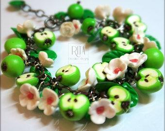 Bracelet apples.