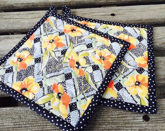 Quilted Pot Holders, Modern Potholders, Set of 2 pot holders, Floral Potholders, Hostess Gift, Shower Gift, Gift under 20