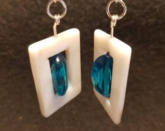 Rectangle shells framing an ocean blue, faceted bead