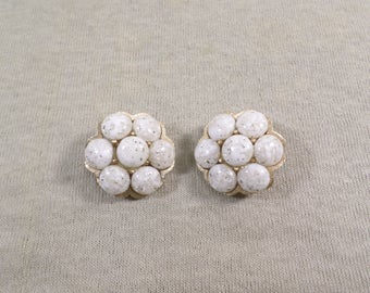 Unsigned Judy Lee Vintage Gold Tone White Speckle Lucite Bead Cluster Clip On Earrings DL# 4701
