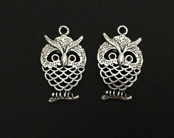 Owl Charm.  Lot of 10 / 20 / 30 / 40 / 50 / 100 PCS Silver Plated Owl Charms. Handmade Jewelry Supplies. DIY Craft Supplies.