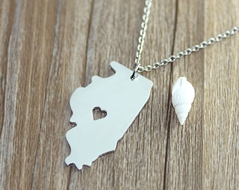 I heart  Illinois Necklace- Illinois Map Pendant -Map necklace - Map Jewelry- State Necklace