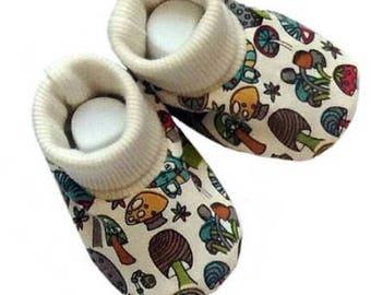 Organic cotton baby soft shoes /Baby booties /Newborn cotton booties/Baby clothing/Baby shower gift/Crib  baby shoes /Mushroom print baby bo