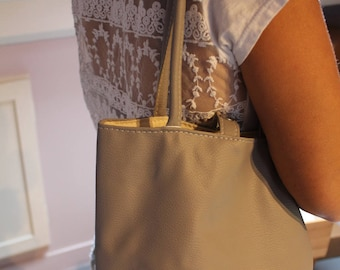 Or to wear on the faux leather shoulder bag