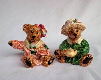 Salt and Pepper Shaker Set,  Bearware Pottery Bears,  Edition 4E 1021.  1990s