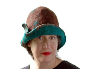 1920s Style Chocolate Brown Cloche with Emerald Green Brim - Lightweight Merino Wool Hat - Chic Womans Hat that Covers the Ears